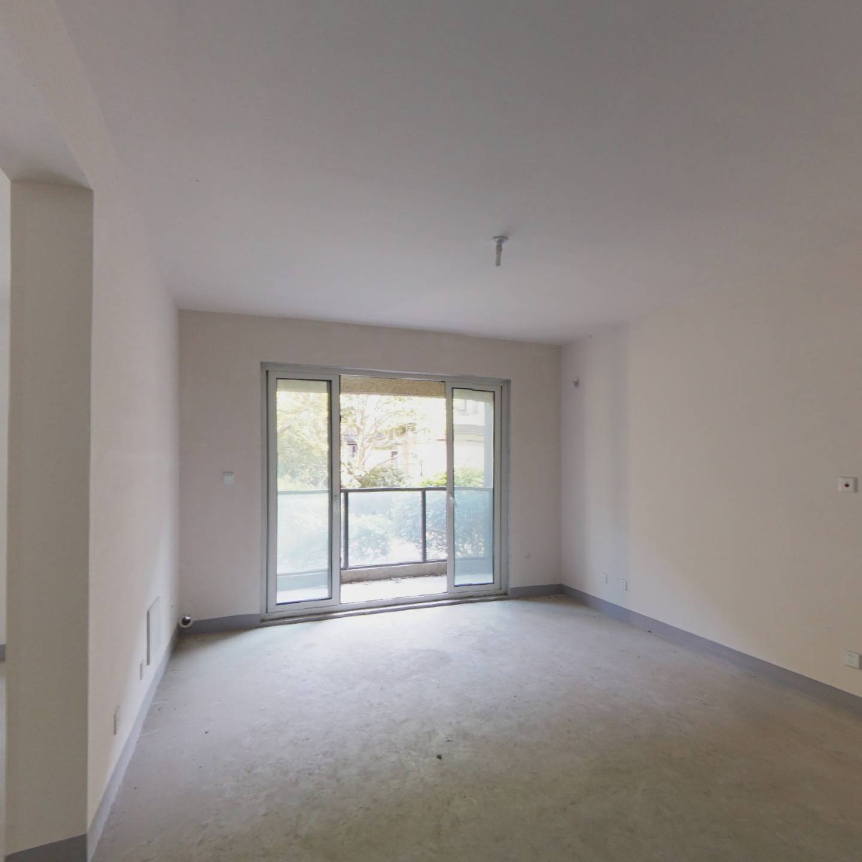1楼带地下室,四房,采光没问题,急售,带车位,有钥匙