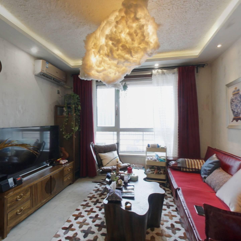 明发雅苑精装修两居室,业主自住,中间楼层,诚售。