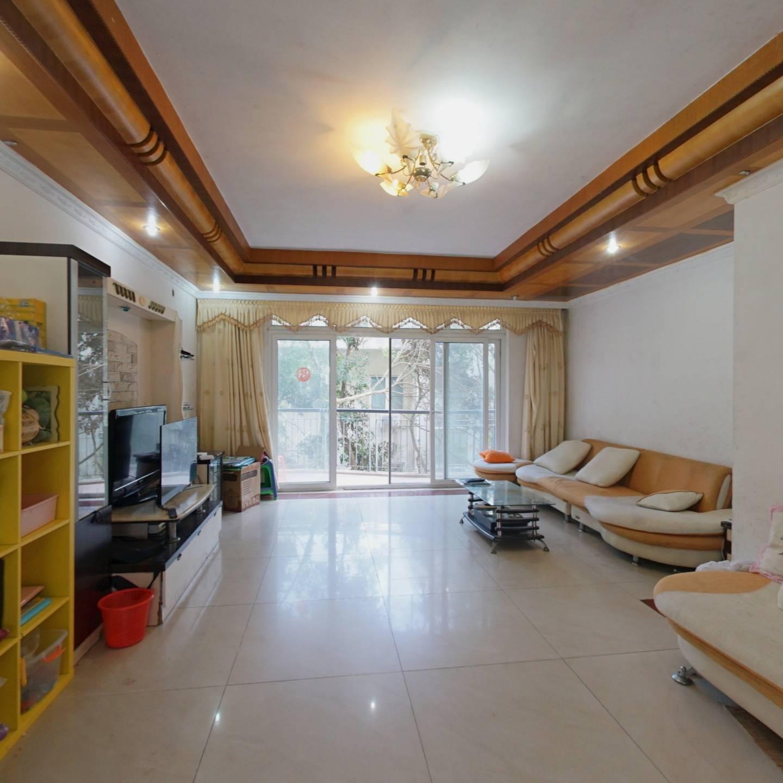 宽敞舒适大三房,户型方正,小区园林设计