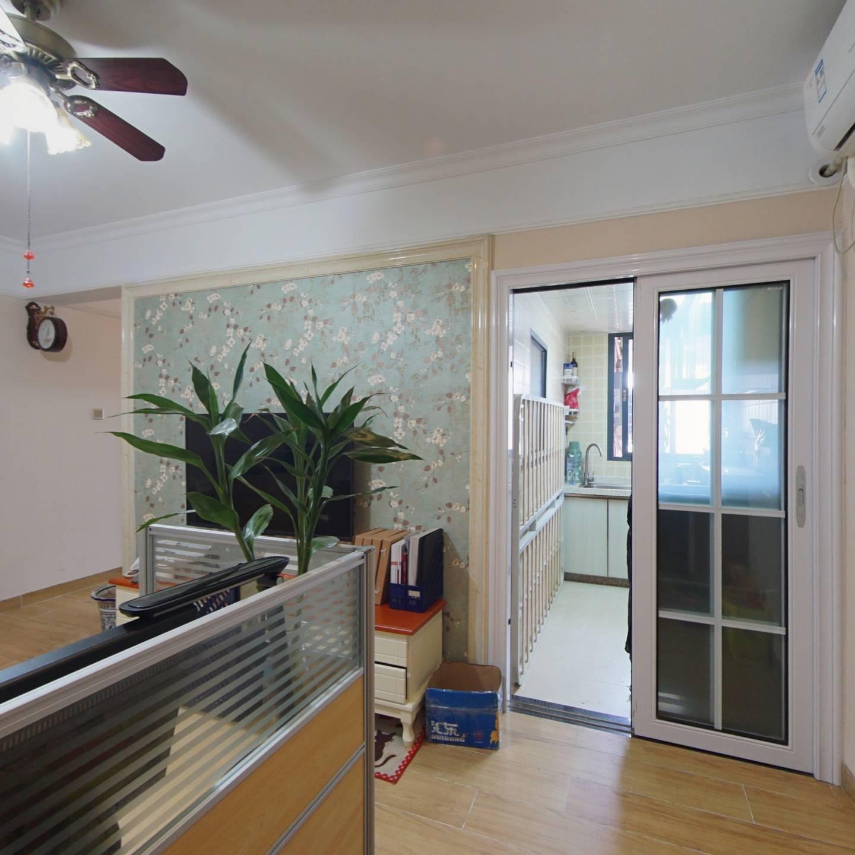 老街地铁好装修两居室,主卧出阳台,税费低