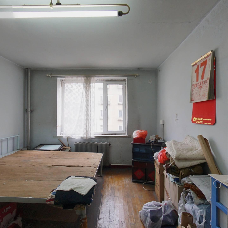 红旗巷 4室2厅 108万